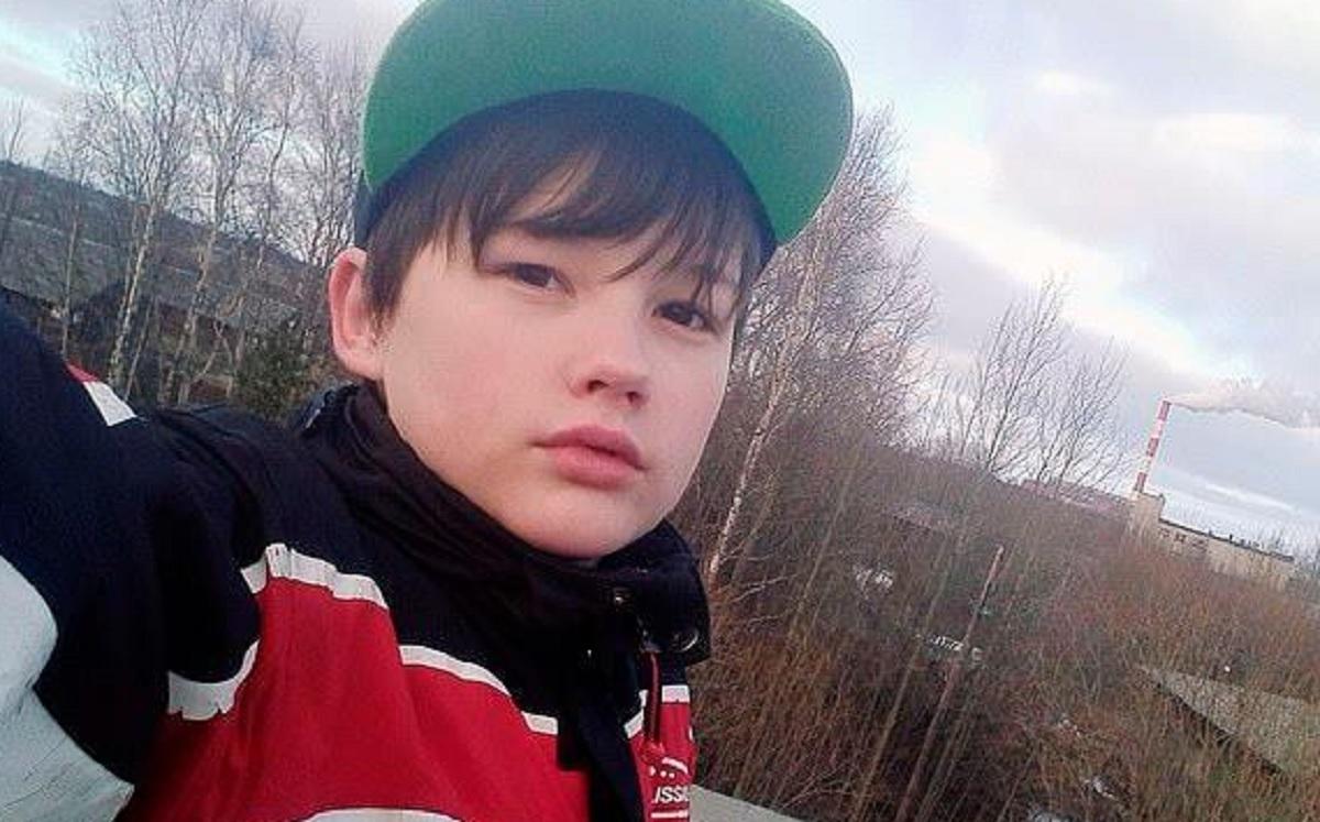 Un fils de 15 ans décède de ses blessures après avoir sauvé sa mère d'un viol