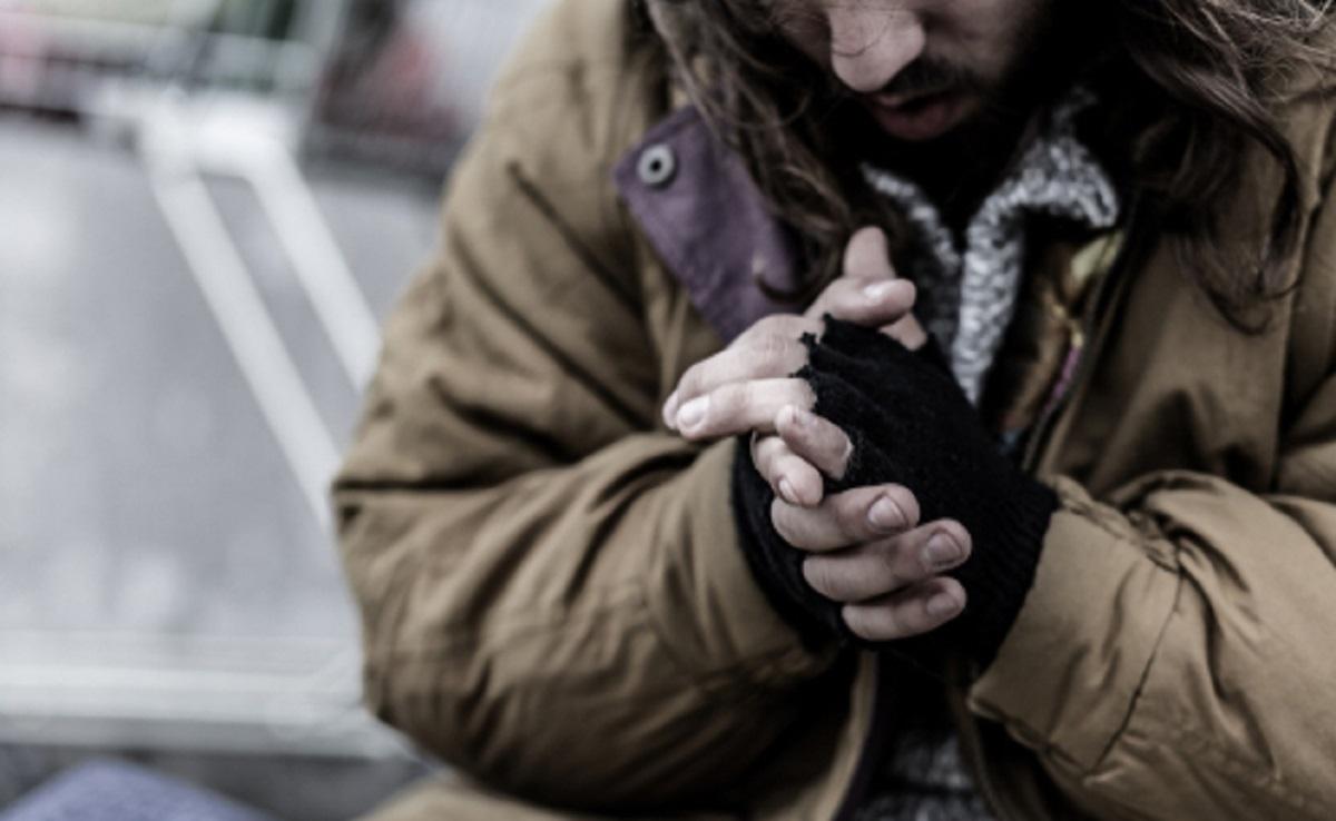 Une conductrice de bus permet à un sans-abri de dormir au chaud toute la nuit et lui offre un bon repas