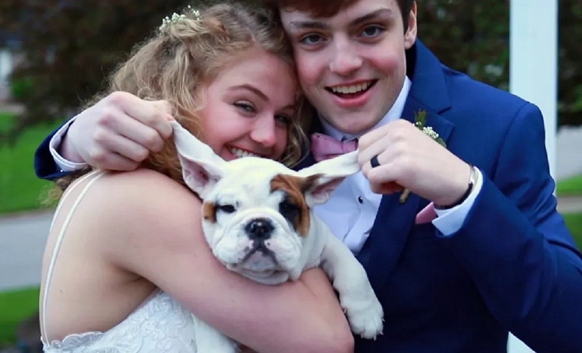 Un couple d'adolescents décident de se marier parce que l'un deux n'a plus de 5 mois à vivre